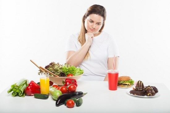 食生活を考える女性